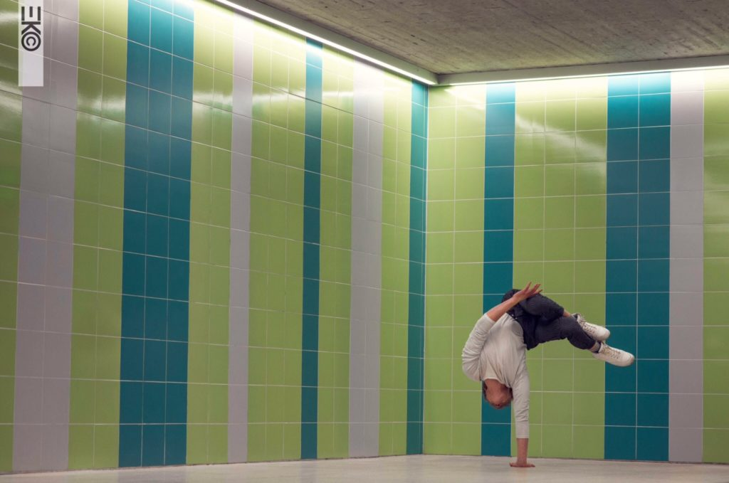 Alvin Nilsen-Nygaard, a student from the Cirkus Cirkör highschool program, does a handstand