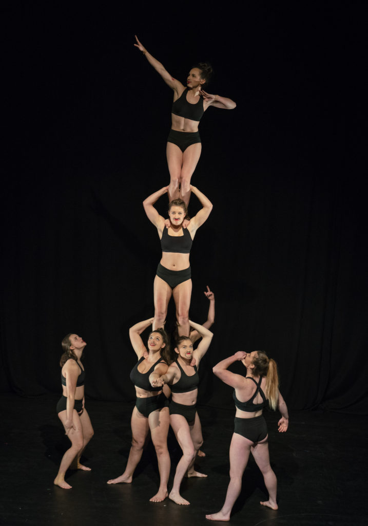 Yuck Circus acrobatics