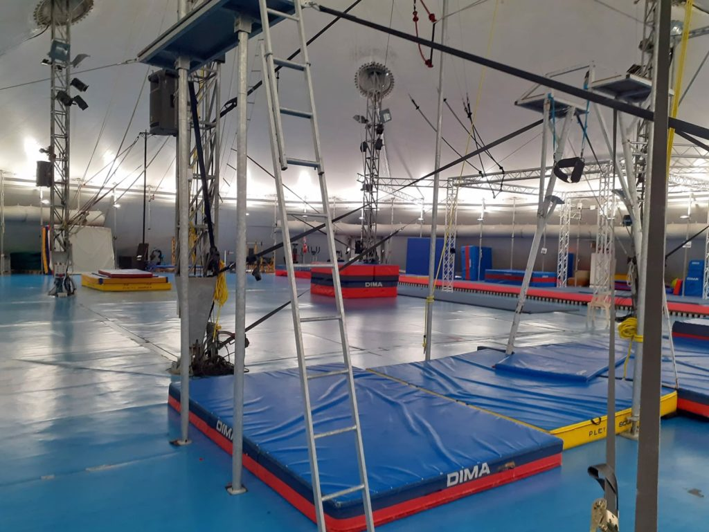 Piste d'Azure circus school