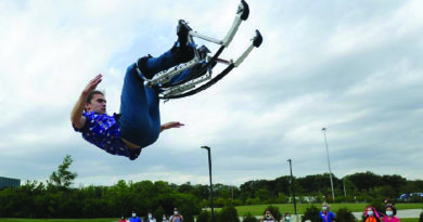 Solo Circus: Downers Grove Acrobat Performs for Alzheimer's Patients in Burr Ridge