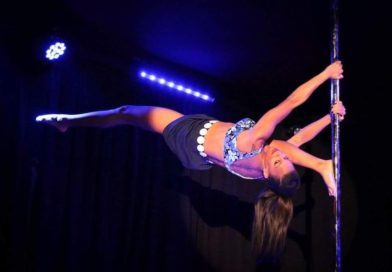 Candace Cane performs an overspilt on the pole