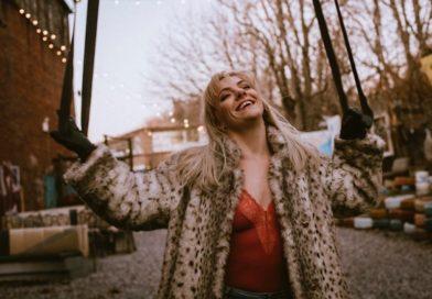 Shannon McKenna bio picture