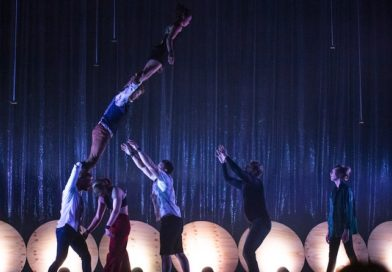 """Acrobats from Gravity and Other Myths' """"Out of Chaos"""" show"""