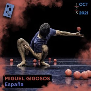 Miguel Gigosos juggles in a deep lunge